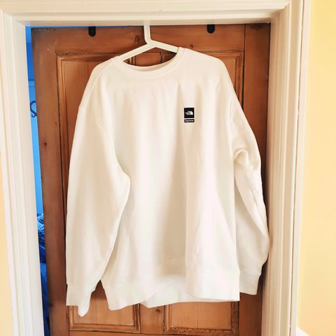 b89d8d275573 Supreme X The North Face Mountain Sweatshirt. Very soft and - Depop