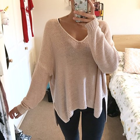 539b114b2 H&M Baby Pink Oversized Jumper 💕 Loose fitting thin knit V - Depop