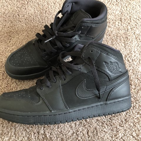 e0181559b18 Nike Air Jordan 1 Mid size 9.5 in good condition overall - Depop