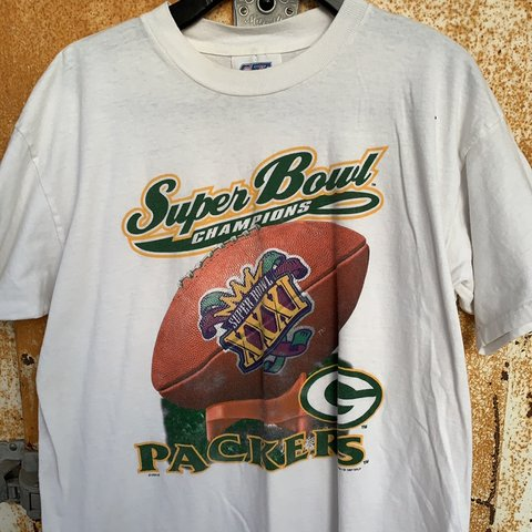 6de158b35df02 @highcthrift. 4 months ago. Minneapolis, United States. Vintage Green Bay  Packers T-Shirt ...
