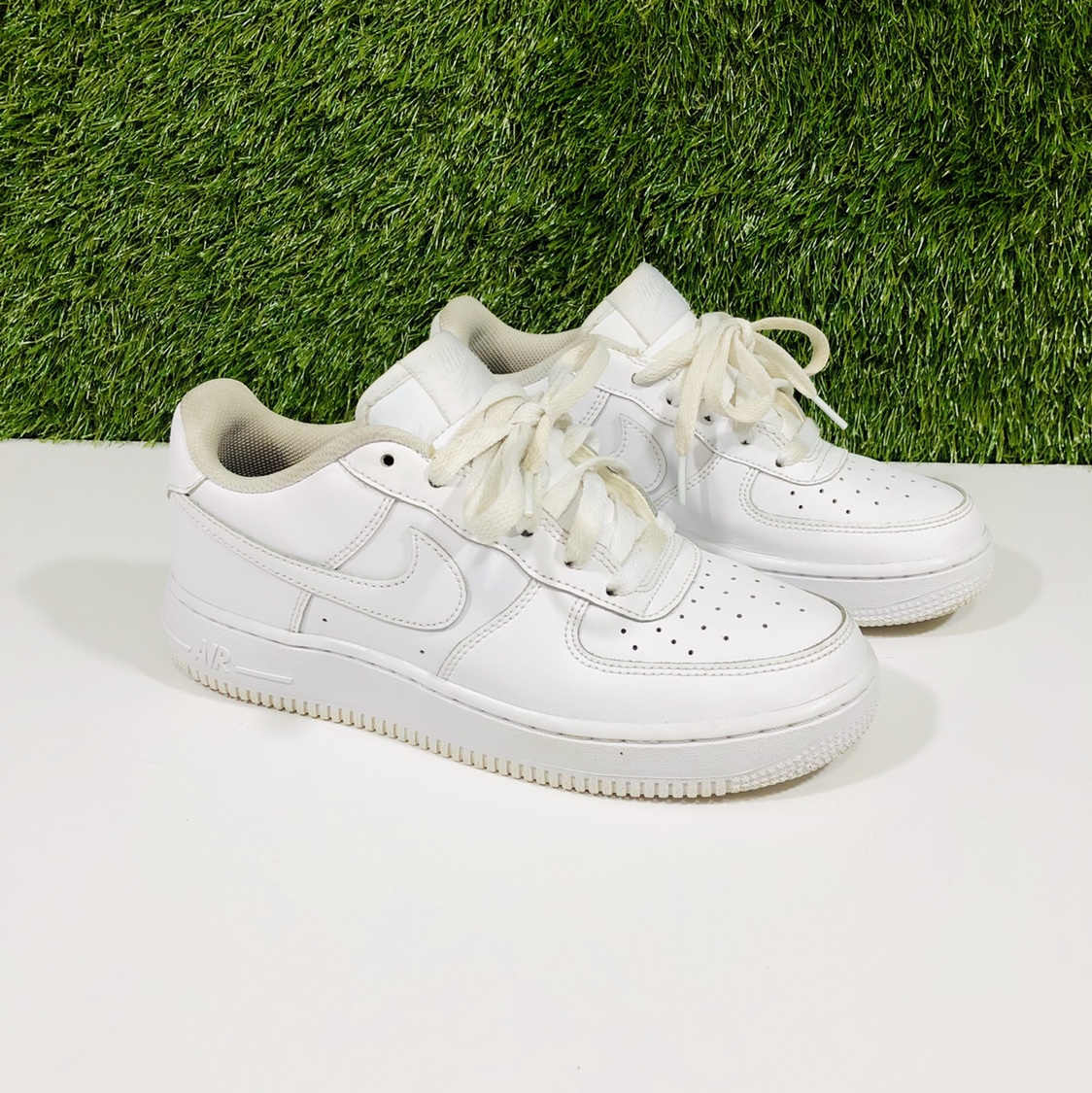 BRAND: NIKE AIR FORCE 1 SIZE: Youth
