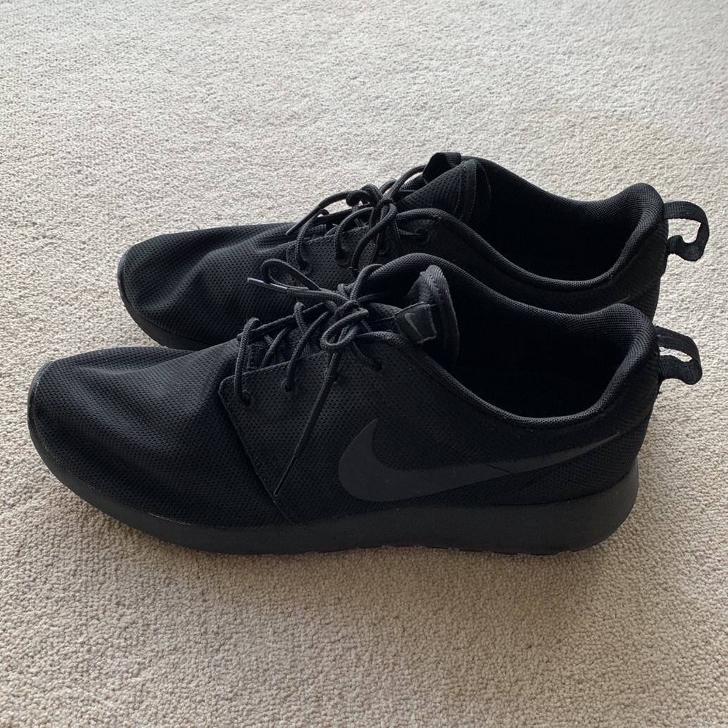 reputable site 07868 62c7d NIKE ROSHE ONE all black trainers size 42 Worn once.... - Depop