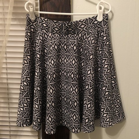 0726d59d13 @madisanjcampbell. 5 months ago. Oberlin, United States. black and white  print skirt, size small, perfect condition ...