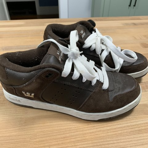 a18608ca31 Men's Supra Vaider Low shoe in size 9. Brown suede with a - Depop