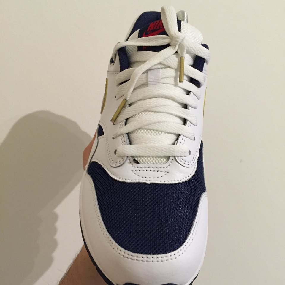 Vendo nike air max 1 olympic size 9.5US. Cond: Depop