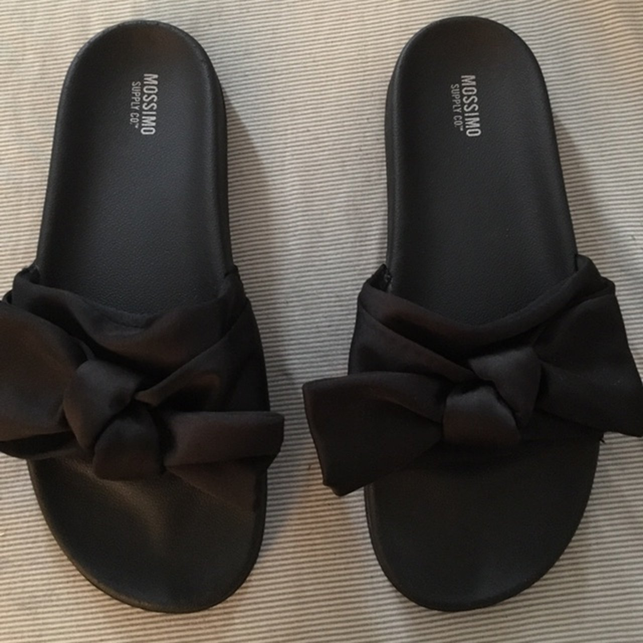 c7cdd98d0afb Mossimo black bow slides size 9 fit is a little snug due to - Depop