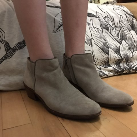 1758aa3e57d3 Absolutely gorgeous grey suede Sam Edelman booties! Perfect - Depop