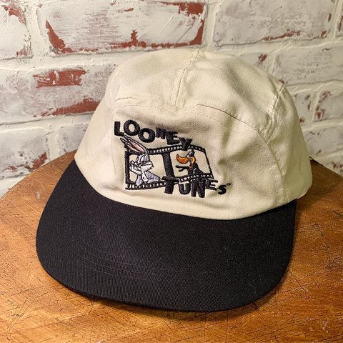 6ba9c098ab03d Vintage Looney Tunes Bugs Bunny Daffy Duck Five Panel Hat. a - Depop