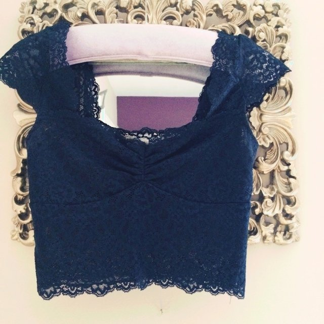 e975fdfa6b9aaf Lace crop top from Abercrombie and Fitch. Absolutely As new - Depop