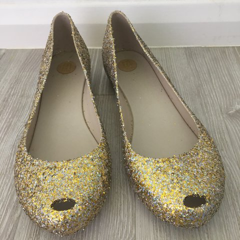 6ae1cf3237d8 Adorable gold sparkly shoes with a slight peep toe