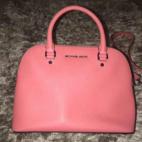 42eccc8b8cde @blopes26. 3 months ago. Orlando, United States. Michael Kors Cindy Dome  Crossbody Bag