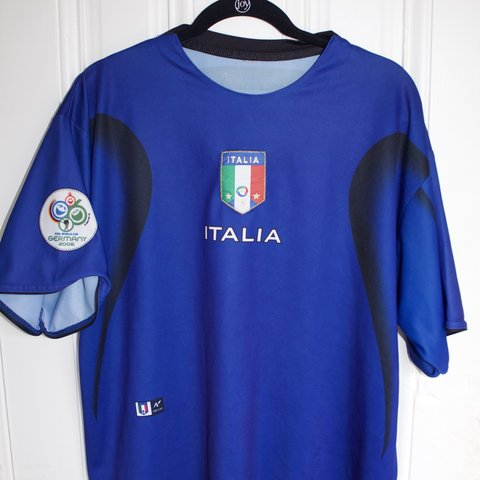 bdd67e2b550 Italia 2006 World Cup soccer international futbol Jersey - Depop