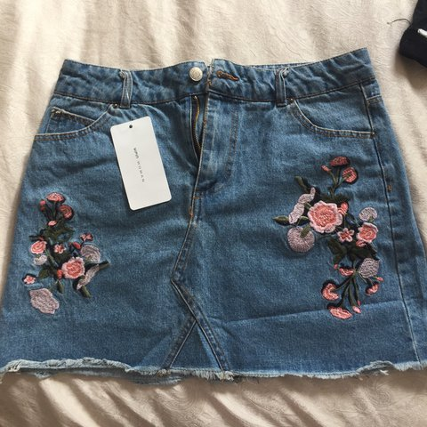 66139f4a35 TOPSHOP MOTO floral embroidered denim skirt 🌸 PERFECT for - - Depop
