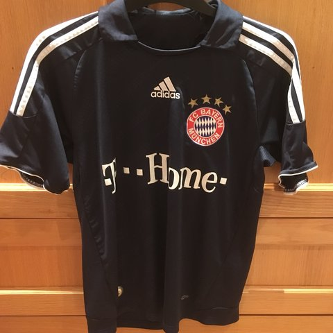 4ae37fb25 Bayern Munich 2008-09 away shirt men s size medium  adidas - Depop