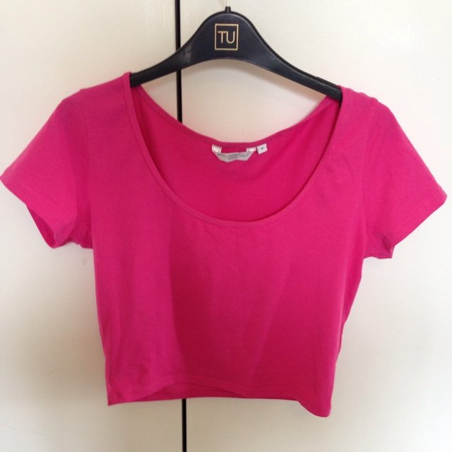 168b3dc543f @chardaey. 5 years ago. Didcot, United Kingdom. Plain dark pink crop top  size 12 goes perfect with a black ...