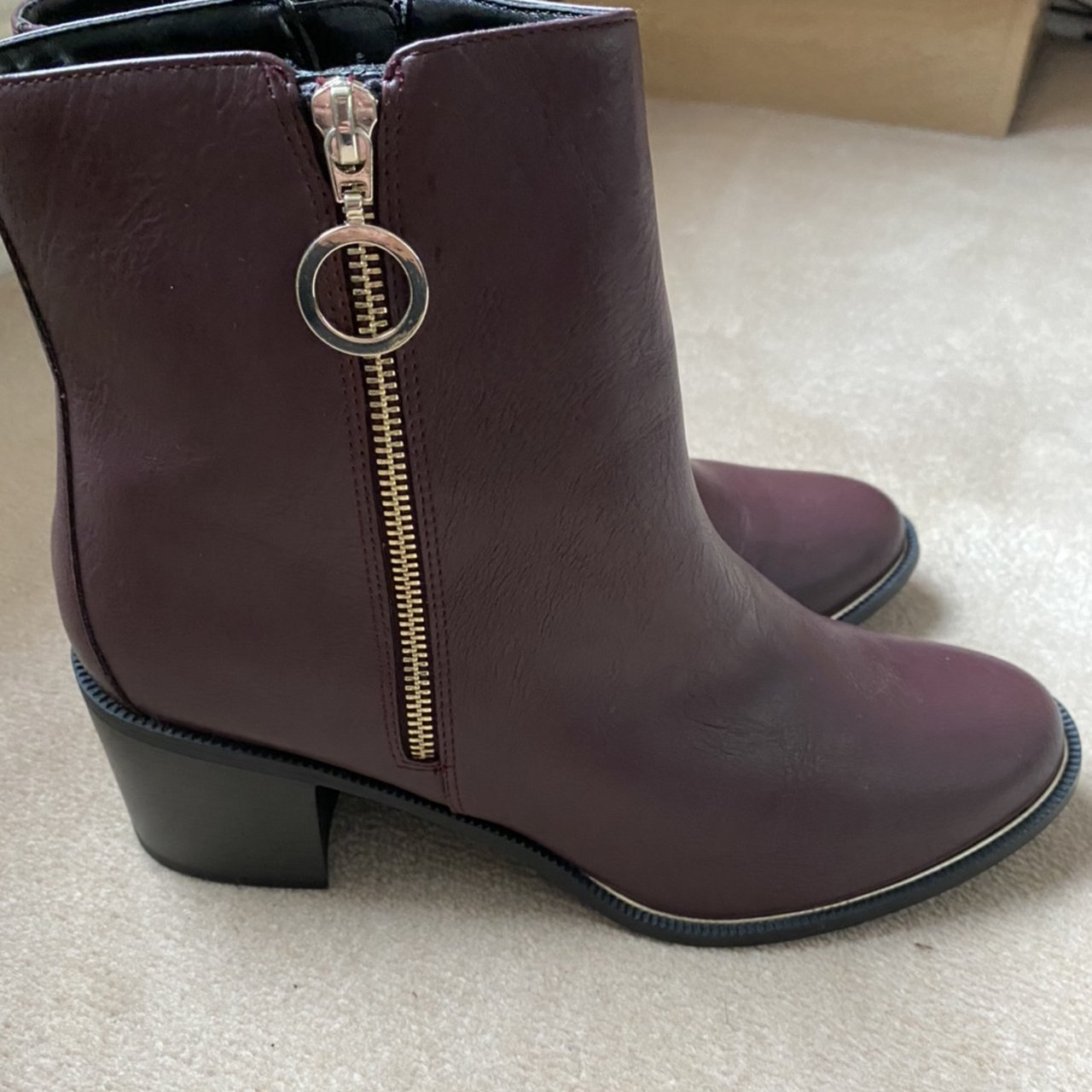 size 9 wide fit boots. Unusual colour