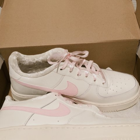 Nike Air Force 1. Baby Pink and White
