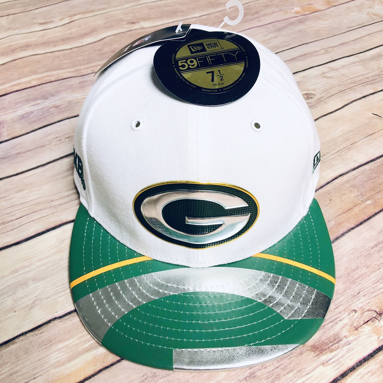 760c495b New Era Green Bay Packers Fitted Caps Size 7 1/2... - Depop