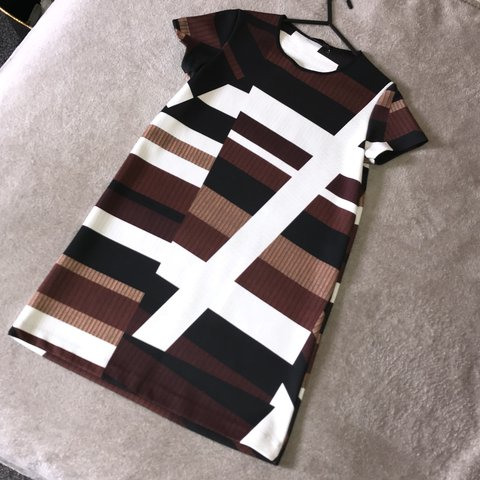 7c3a23b7c18 Zara printed black white and brown shift dress SOLD OUT good - Depop