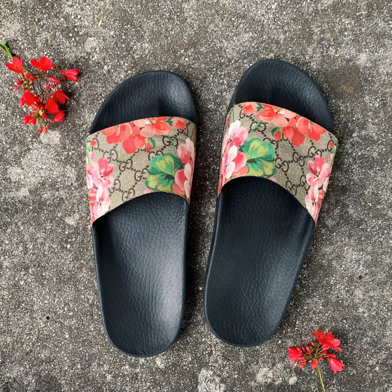 Authentic GG Blooms Supreme slide