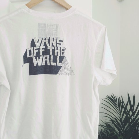 c170c81e37 Vans Off The Wall Jay Howell t-shirt Men s small Used item - Depop