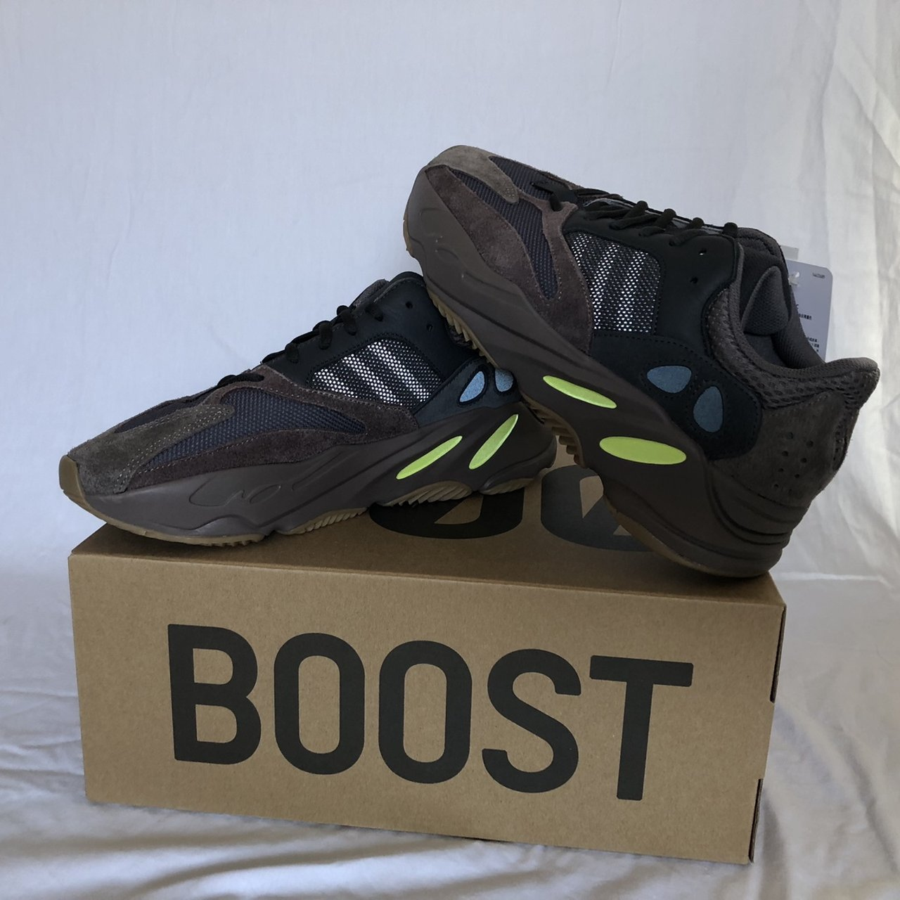 95a91f816588c Yeezy 700 boost Muave size 10 • deadstock new with tags • me - Depop
