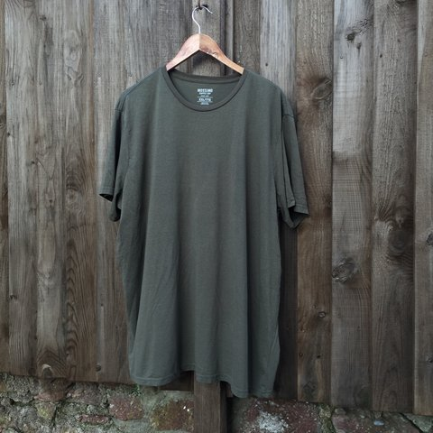 af168f26 Oversized baggy t shirt / olive green / very similar to tee - Depop