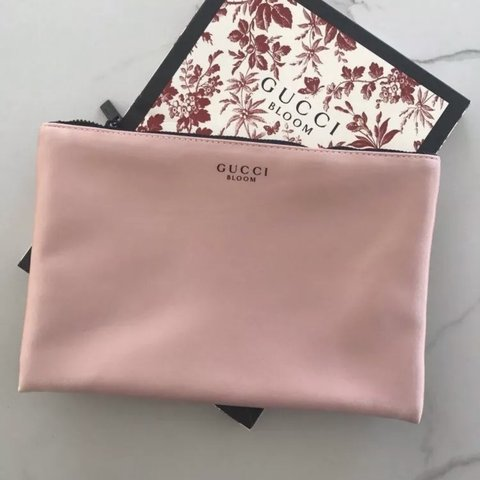 2f89594a0216 Limited edition GUCCI BLOOM BEAUTY pouch -Approximate 9