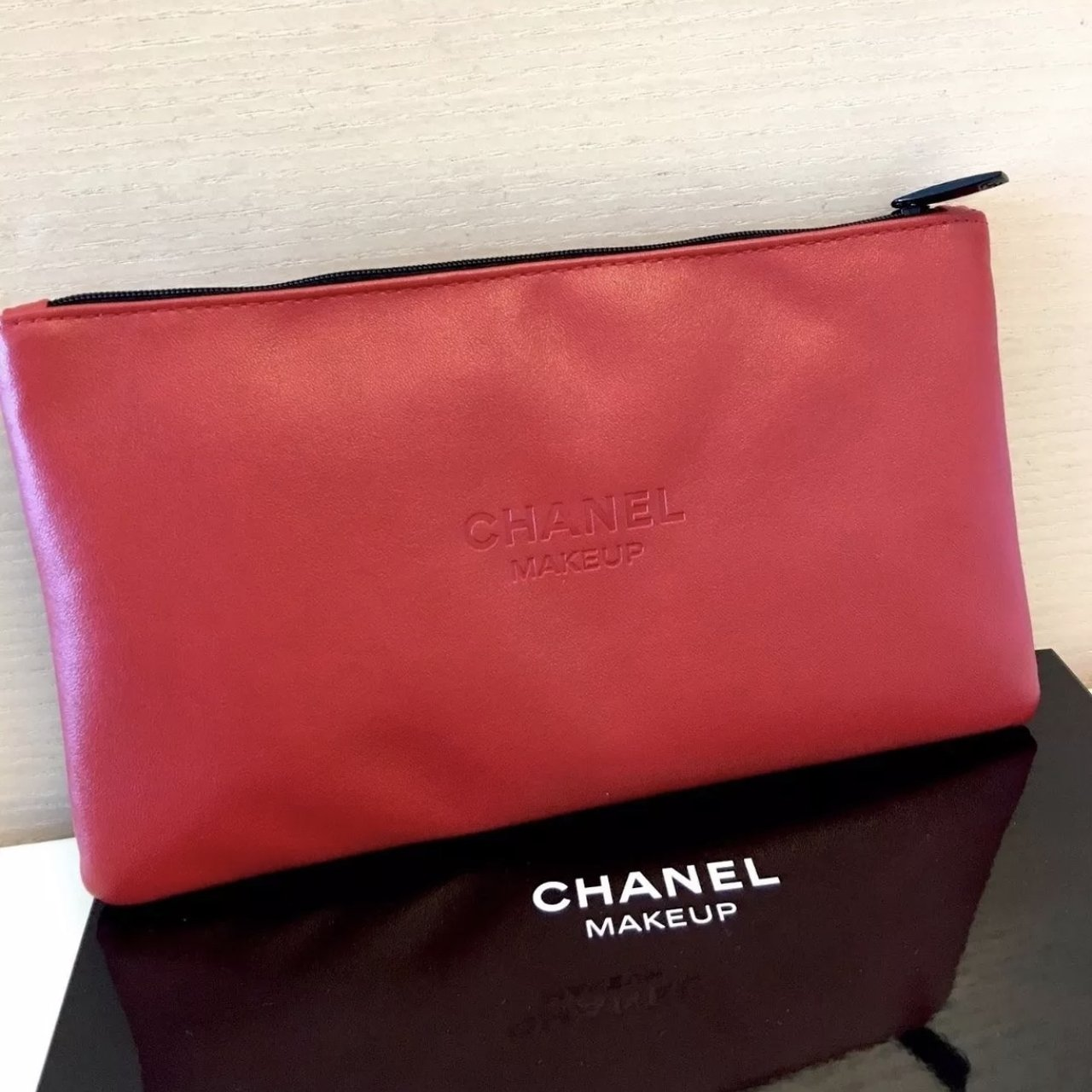 91e8ee35c5e3b1 Chanel Beaute Red Cosmetic