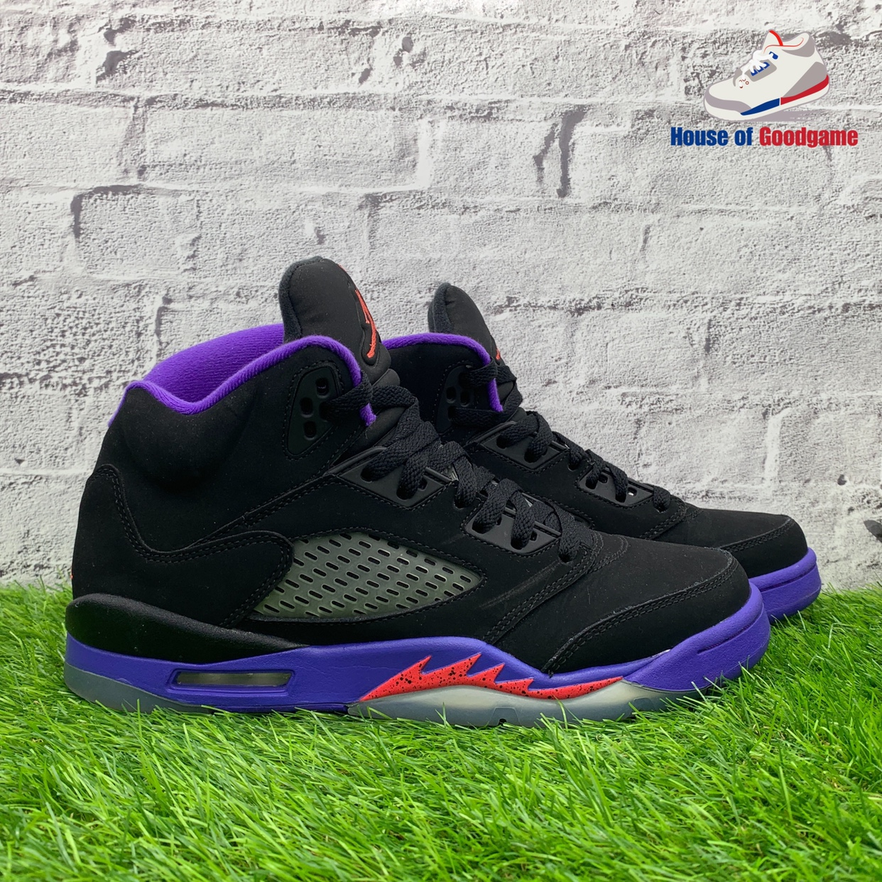 sale retailer 08c95 9ee1a Air Jordan 5 Retro 'Raptors' Colour: Black/Ember... - Depop