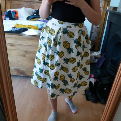 46f984269bcf7d @yatianoe. 21 days ago. United Kingdom, GB. Super funky 50s style white  pineapple print skater skirt!