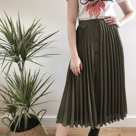 fa7cd8978a @kiera_osullivan. 4 months ago. London, United Kingdom. ASOS green pleated  midi skirt with buttons in size ...