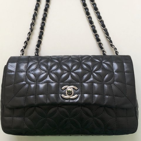 aa2897773d00  chanelvintage. 4 months ago. Nederland. Black flower quilt Chanel bag ...