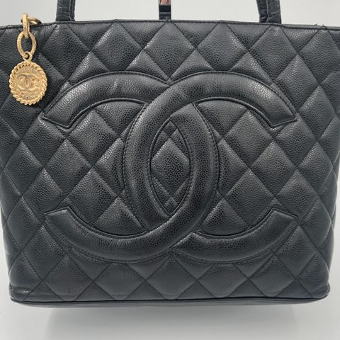 7d3f6e28d9f4e7 @chanelvintage. 20 days ago. Nederland. Chanel Medallion tote bag in black  caviar ...