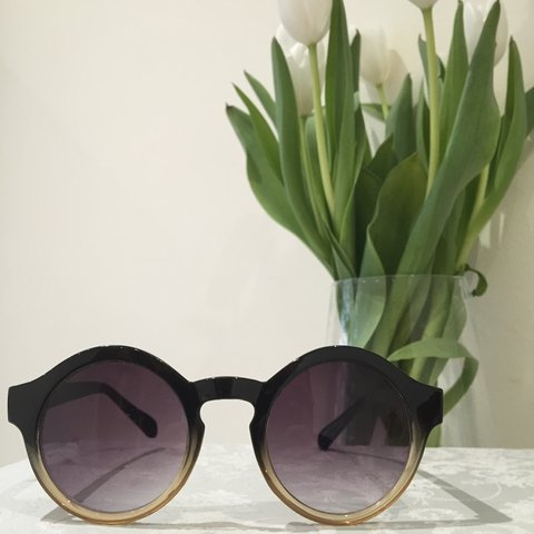 74f9156374d8 Round ombré Topshop sunglasses • Used but in good condition - Depop