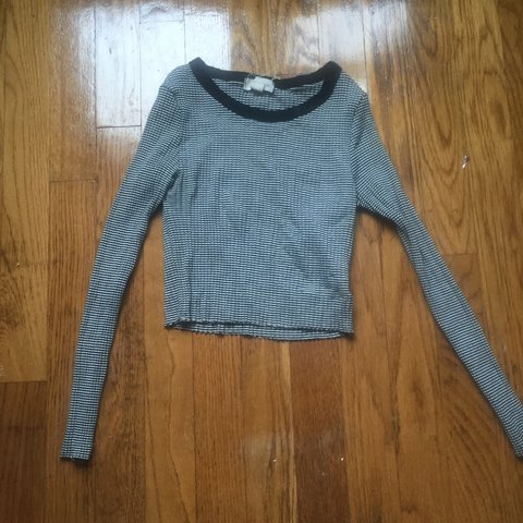 82fa4348a81 @meghansul. 9 months ago. Framingham, United States. Urban Outfitters  Silence + Noise long sleeve crop top.