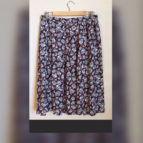 7d62926a9 90s Worthington floral midi skirt with pockets. There's no a - Depop