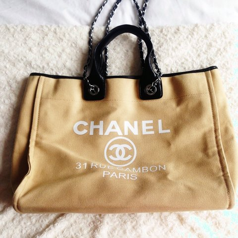 6648b43dc5ce44 @jade_rock5. 4 years ago. SS9, UK. Chanel canvas beach city shopper tote bag.  Shoulder chains.