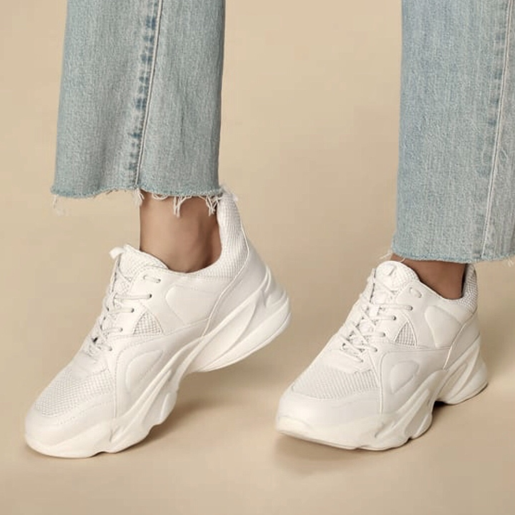 STEVE MADDEN MOVEMENT WHITE LEATHER AND