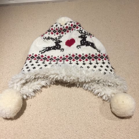 64fab4dc416 Gap woolly hat with reindeer on the front and pom-poms. warm - Depop
