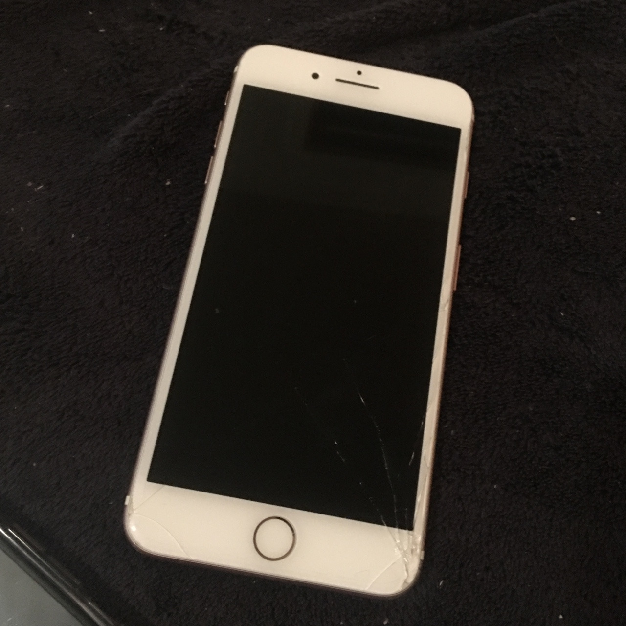 wholesale dealer 646bd 4fe4f Smashed iPhone 7 Plus rose gold 32GB unlocked to any... - Depop