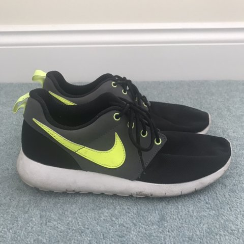 ca23e019a0f38 Women s Nike Trainers. Black with white soles and yellow UK - Depop