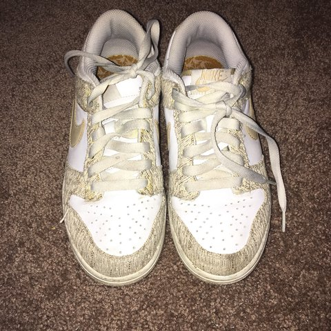 aa85606d9594f Women s Nike sneakers. Size 7. Small stain on left front - Depop