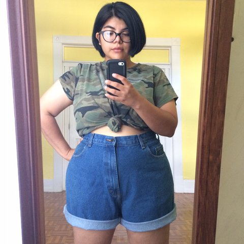 8079e87ef2e Vintage 90s Plus Size High Waist Dark Wash Denim Mom Shorts - Depop