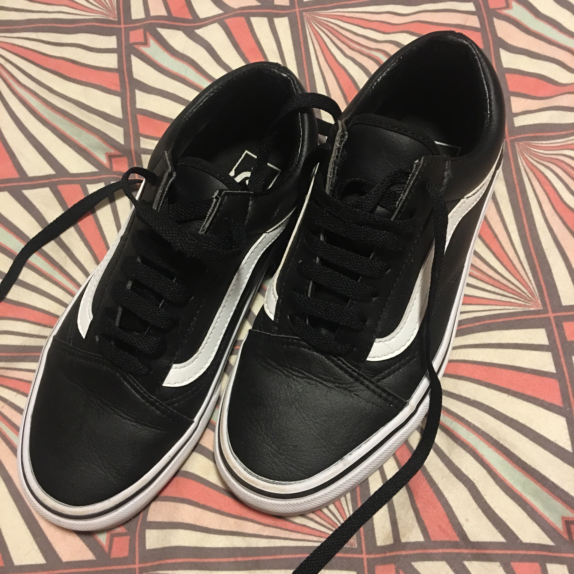 BLACK AND WHITE LEATHER VANS size 4/eur