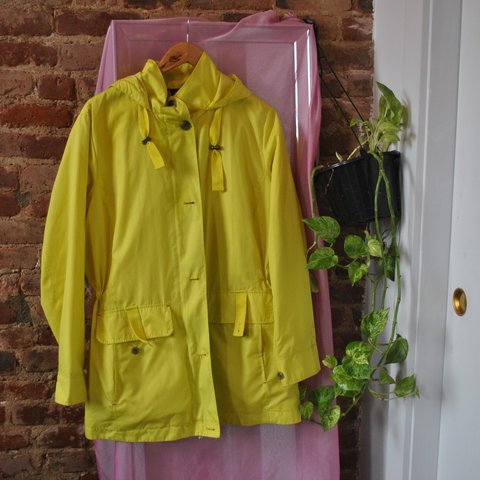 8571b664 LANDS END YELLOW RAINCOAT ☔⚡tag says 1X, love the fit baggy - Depop