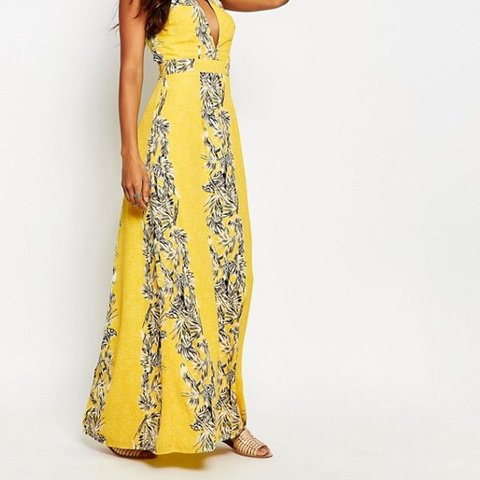73046688348 Boohoo Yellow Floral backless maxi dress. Size 10