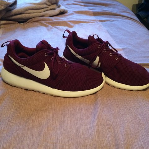 official photos 1d370 eb9e6 Burgundy Nike Roshes in size- 0