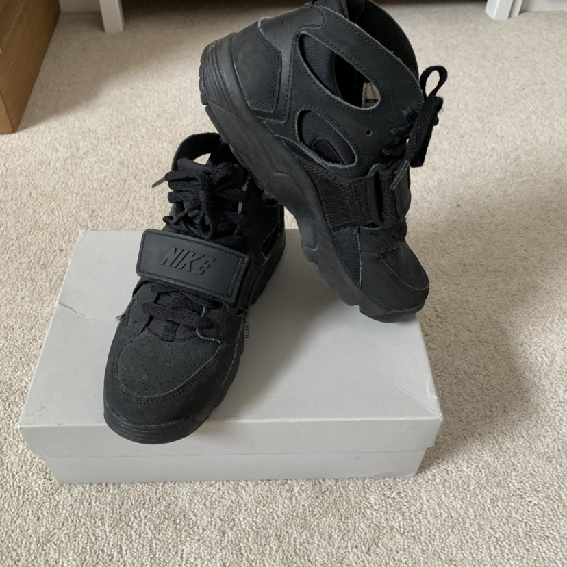 black Nike Huaraches with velcro strap