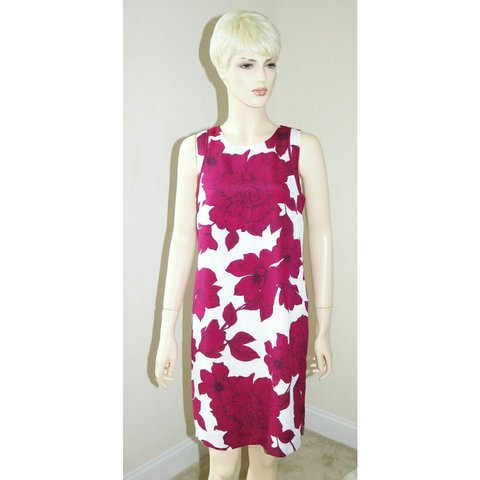 64efff032c70 Women's Size 4 Small White with Burgundy Flower Floral Above - Depop